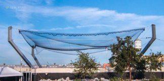 巨大なネットを搭載した船がSpaceXのロケットフェアリングをキャッチ。その名も「ミスタースティーブン」