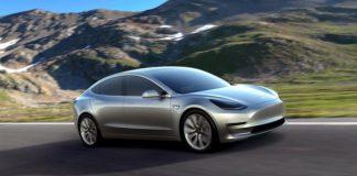 Tesla社 Model3 Performance Variantは78000ドル
