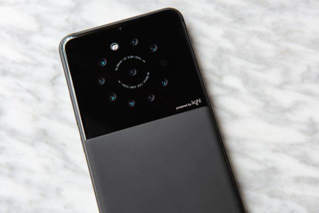 Light社、9つのカメラを持つスマートフォンを開発中