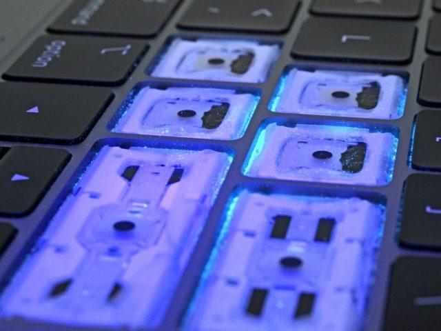 新MacBook Proキーボードはほこりから守ることにおいて、より進化