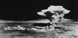日本の学生が広島の原爆投下の再現にVRを利用