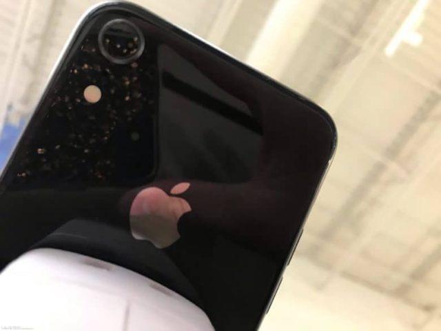 新しい噂の6.1インチiPhoneはより大きいカメラになる模様