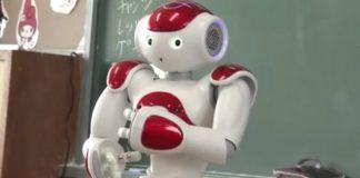 日本、英語力向上の為、学校でロボットを使用