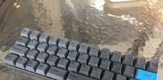 小さく、伝統的でないキーボードレイアウトの例